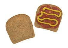 Fatias da salsicha de carne de porco no pão integral com mostarda Fotografia de Stock