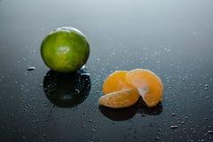 Fatias da tangerina fotografia de stock royalty free