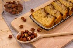 Fatias de bolo caseiro da banana com avelã Imagens de Stock