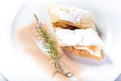 Fatias de bolo de maçã molhando da boca Fotos de Stock Royalty Free