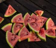 Fatias de melancia na tabela Fotos de Stock Royalty Free