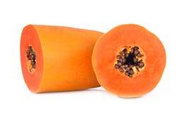 Fatias de papaia doce no fundo branco fotos de stock royalty free
