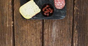 Fatias de presunto, de pão e de queijo video estoque