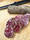 Fatias de salame com pimenta Imagens de Stock Royalty Free