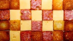 Fatias de Sqare de salsmi, pão, queijo Imagens de Stock Royalty Free