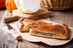 Fatias de torta da couve e do cogumelo com queijo Imagens de Stock Royalty Free