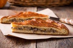 Fatias de torta da couve e do cogumelo com queijo Imagens de Stock
