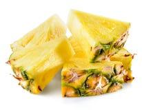 Fatias do abacaxi isoladas no fundo branco imagem de stock