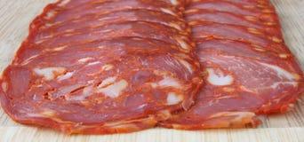 Fatias do salami do chorizo imagens de stock royalty free