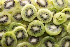 Fatias frescas da fruta de quivi fotos de stock royalty free