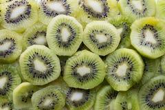 Fatias frescas da fruta de quivi imagem de stock