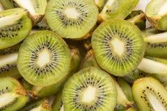 Fatias frescas da fruta de quivi imagem de stock royalty free