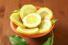Fatias frescas do limão Fotos de Stock Royalty Free