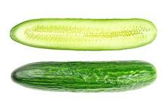 Fatias frescas do pepino isoladas no branco Imagem de Stock Royalty Free