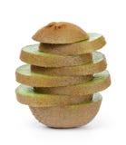 Fatias maduras frescas do fruto de quivi na pilha Fotografia de Stock Royalty Free