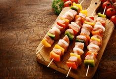 Fatias roladas de queijo decoradas com salsa Foto de Stock