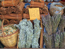 Fatias, varas de canela, e tisana alaranjadas preservadas Fotos de Stock Royalty Free