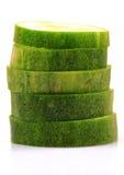 Fatias verdes do pepino fotografia de stock