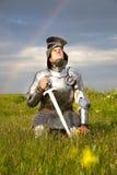 Fatigue o cavaleiro, após a batalha/chuva e o arco-íris Imagens de Stock