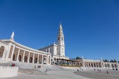 fatima圣所 诺萨Senhora大教堂做罗萨里奥和柱廊 库存图片