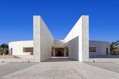 fatima ・葡萄牙圣所 多数三位一体较小大教堂的入口  免版税库存图片