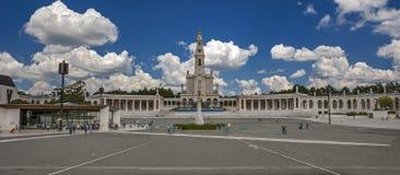 fatima ・葡萄牙 大教堂和出现的教堂 图库摄影