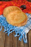 Fatir, uzbek flatbread on blue arab scarf and red cloth with ele Stock Photography