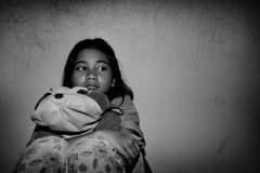 Fattig liten asiatisk flicka Royaltyfria Bilder