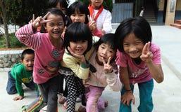 Fattig skola i den gamla byn i Guizhou, Kina Arkivbilder