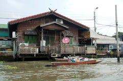 fattig uppehälle och fiske i bangkog Royaltyfri Bild