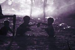Fattiga barn från Indien royaltyfri bild