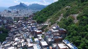 Fattiga områden av Rio da Janeiro från en höjd Shevelev stock video