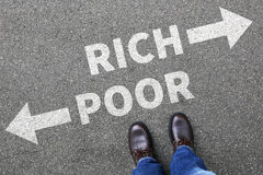 Fattigt rikt armod finansierar lyckade pengarbu för finansiell framgång royaltyfri foto