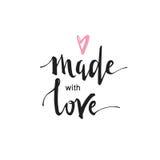 Fatto con amore - testo scritto a mano isolato su fondo bianco Concetto di amore Fotografia Stock