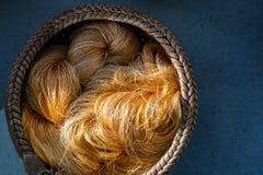 Fatto a mano del fabri di seta dell'Asia del baco da seta di giallo dell'abbigliamento del filo crudo Fotografia Stock