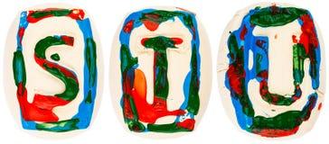 Fatto a mano variopinto delle lettere bianche dell'argilla Fotografie Stock