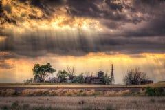 Fattoria abbandonata al tramonto Fotografia Stock Libera da Diritti