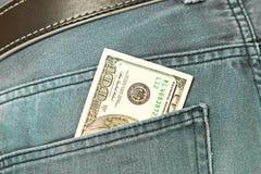 Fatture americane del dollaro in casella dei jeans Immagini Stock Libere da Diritti
