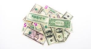 Fatture americane delle banconote dei dollari dei soldi su fondo bianco Immagini Stock