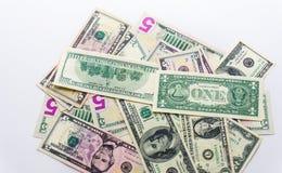 Fatture americane delle banconote dei dollari dei soldi su fondo bianco Fotografia Stock