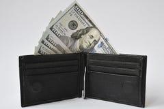 fatture del Cento-dollaro in portafoglio nero Fotografia Stock Libera da Diritti