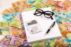 Fatture del dollaro e del calcolatore Fotografia Stock Libera da Diritti