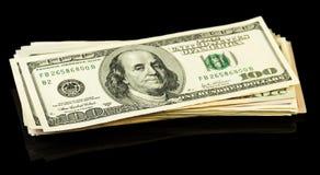 Fatture di soldi del dollaro sul nero Fotografie Stock Libere da Diritti