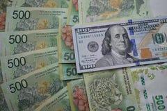 Fatture di soldi, il peso argentino e dollari americani Immagine Stock Libera da Diritti