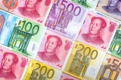 fatture differenti di yuan e dell'euro Fotografia Stock