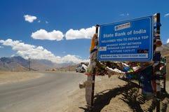 Fatula complètent, le point heighest entre la route de leh de Srinagar dans L Photos stock