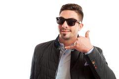 A fatura considerável e funky do homem das vendas chama-me gesto Fotografia de Stock Royalty Free