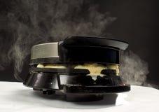 Fatura de waffles quentes cozinhando frescos Foto de Stock Royalty Free