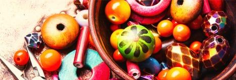 Fatura do bijouterie de grânulos coloridos foto de stock