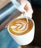 Fatura do copo do cappuccino foto de stock royalty free